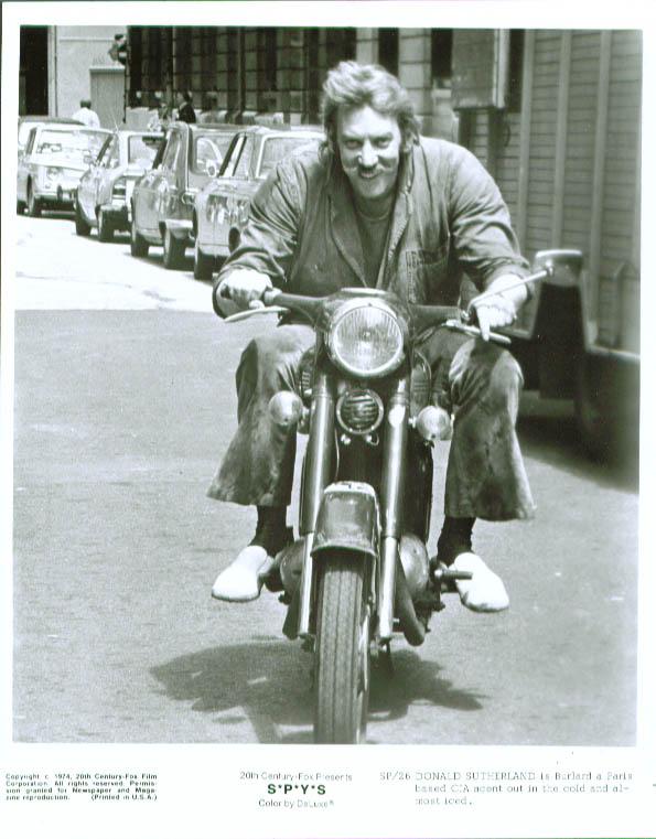 Donald Sutherland S*P*Y*S 8x10 still 1974