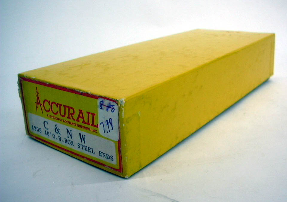 Accurail HO Chicago & North Western 40' Box Car kit #4205 unbuilt 1960s