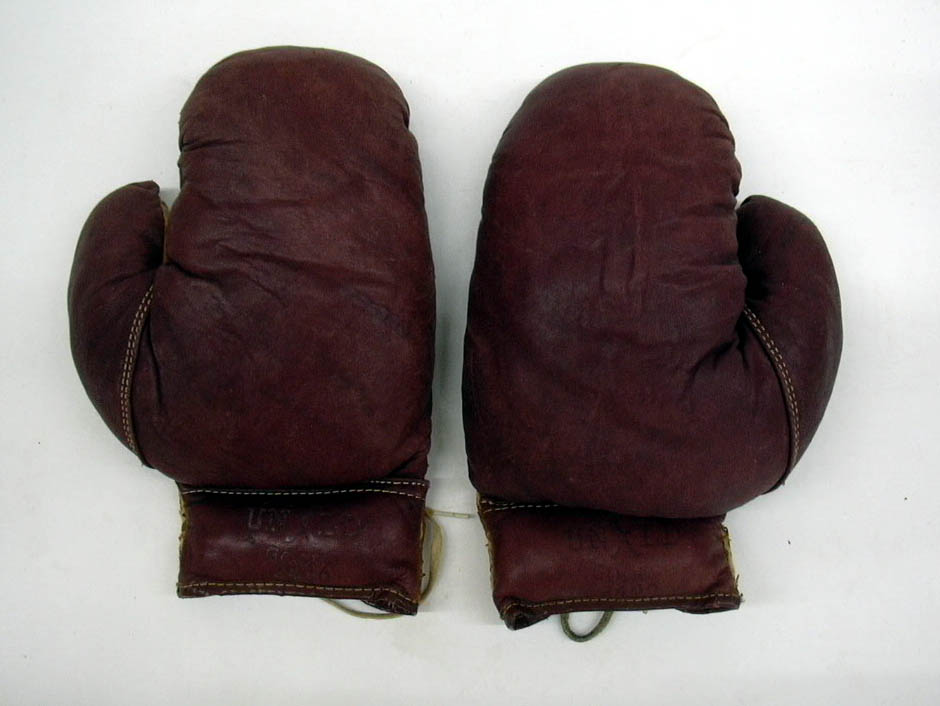 Pair of UNXLD GOODS #2400 boxing gloves ca 1950s