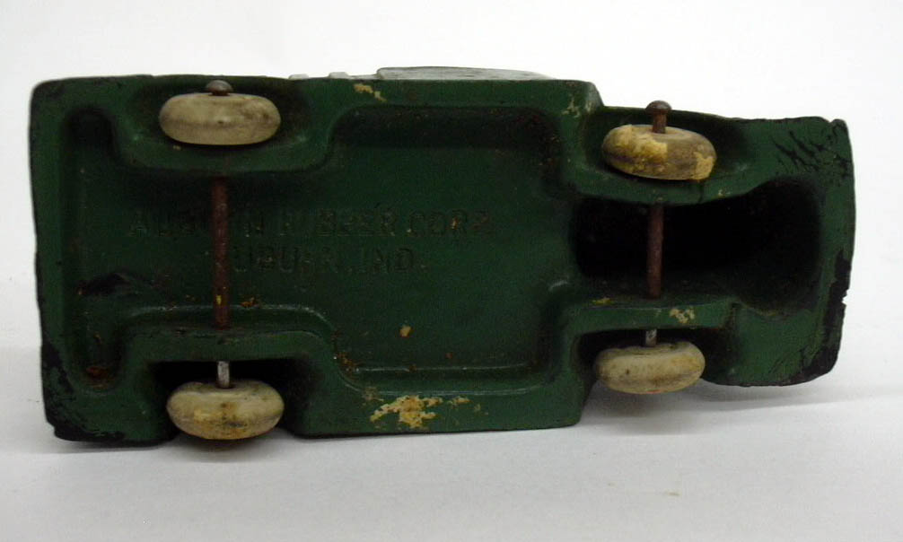 Auburn Rubber green 1938 International COE Cab-Over-Engine open bed toy truck
