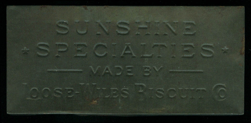 Sunshine Specialties Biscuit tin Loose-Wiles Biscuit Co ca 1910